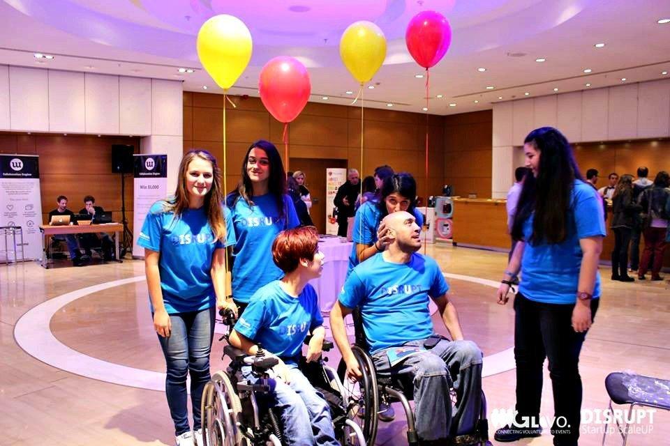 4 κορίτσια που κάνουν τον εθελοντισμό προσβάσιμο σε όλους