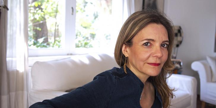 Women on Topic | Επεισόδιο #8: Έμπνευση, συγγραφή και βία: η Αμάντα Μιχαλοπούλου στην εποχή του κορωνοϊού
