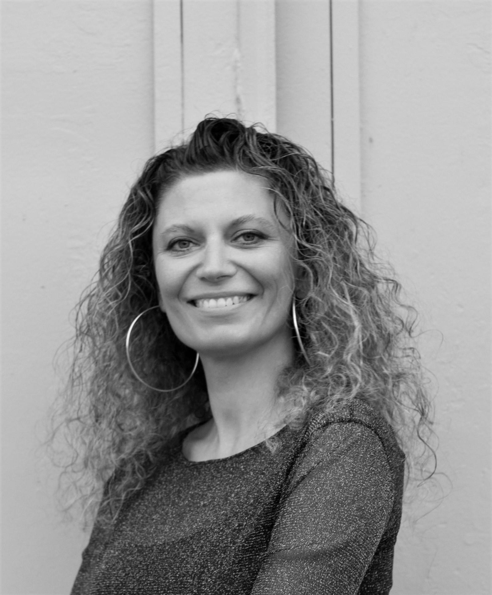 Στέλλα Τσιαρβούλα